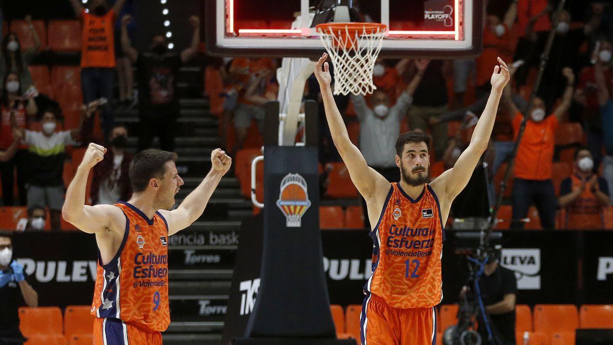 Valencia Basket hace valer el factor cancha para ganar el duelo de euroliga. El Barça supera al Joventut