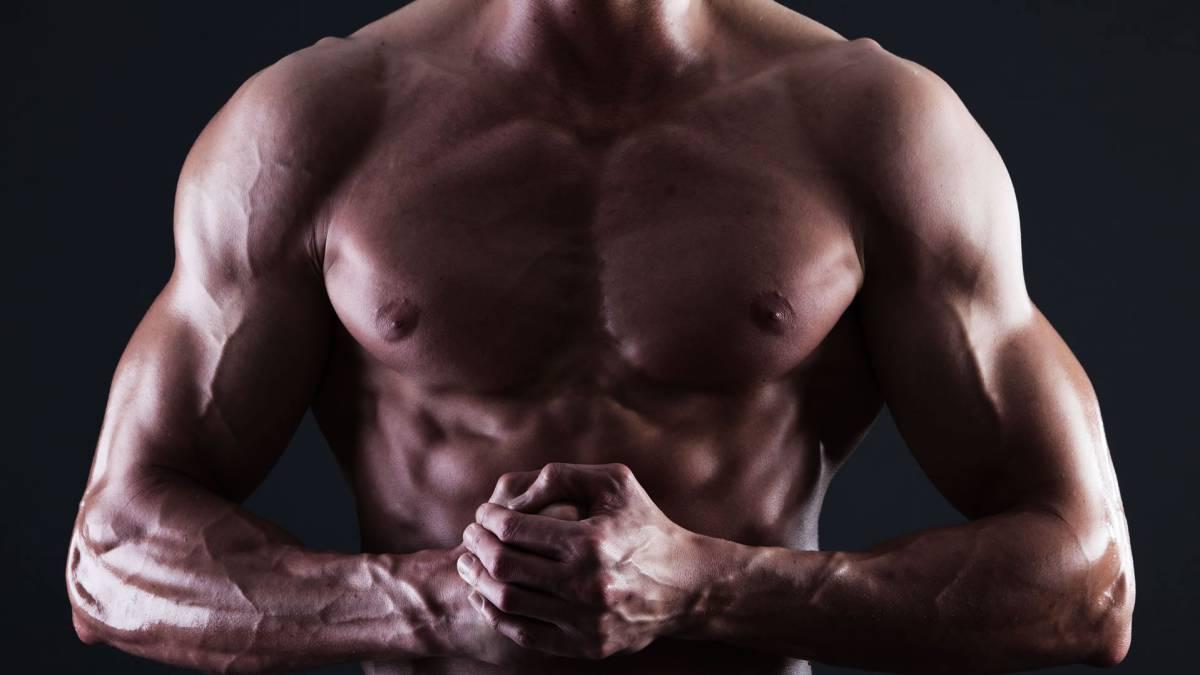la testosterona hace crecer los musculos