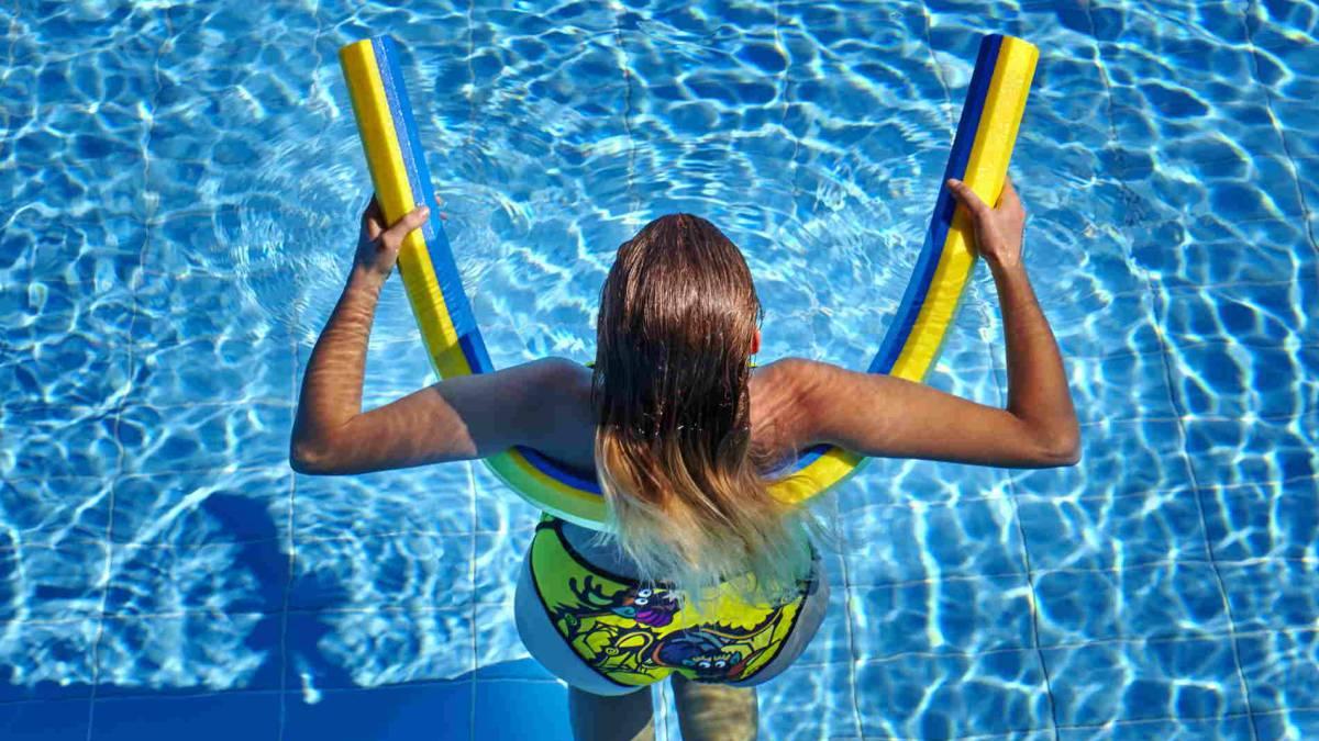 8d0c6bb2b FITNESS: 4 ejercicios con el churro de la piscina para entrenar en ...
