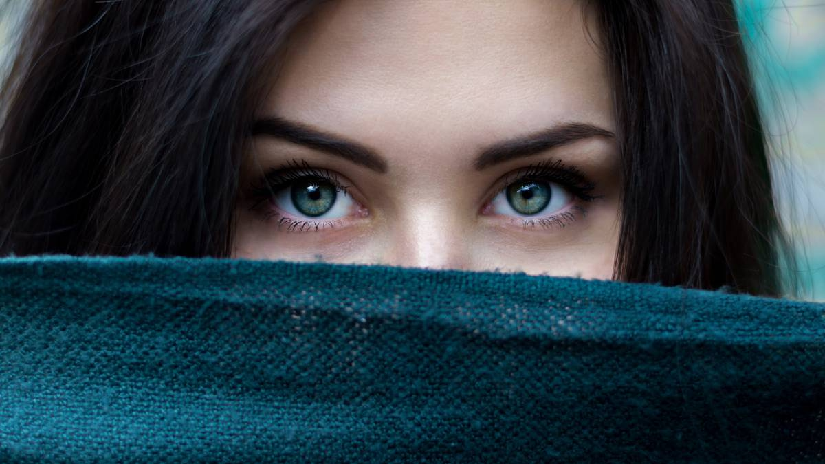 Presión repentina detrás del ojo