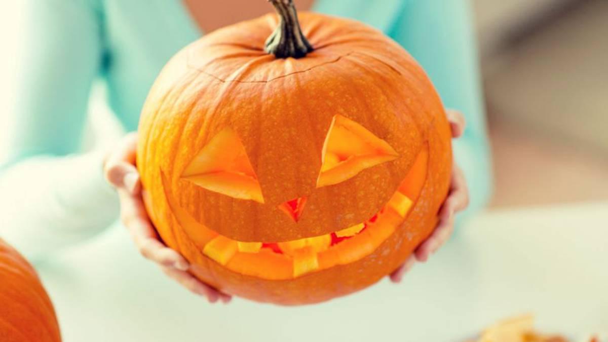 Vídeo Cómo Vaciar Y Cortar Una Calabaza Para Decorar En Halloween As Com