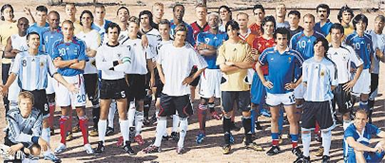 Rango objetivo Aprovechar  Adidas rejuvenece a Platini y Beckenbauer para el Mundial - AS.com