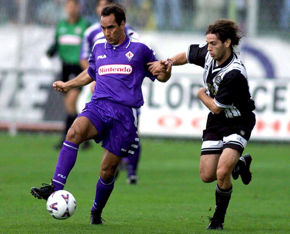 Edmundo, joueur qui a joué pour la Fiorentina, Naples, Vasco de Gama et international avec le Brésil, a été condamné à quatre ans de prison pour homicide involontaire.  Un Habeas Corpus lui a permis de sortir de prison où un jour seulement s'est passé.