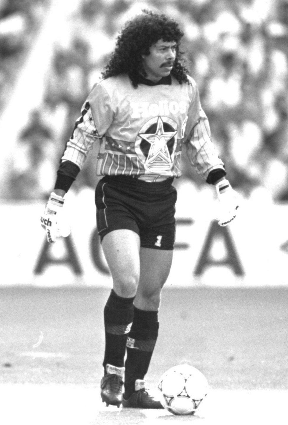 Le gardien international colombien René Higuita et le joueur de Valladolid, en 1991, ont été condamnés à sept mois de prison pour être intervenus dans l'enlèvement et la libération ultérieure de la fille d'un ami.  Higuita a eu de nombreux problèmes en raison de sa relation étroite avec l'un des grands patrons du cartel de Medellin, Pablo Escobar.