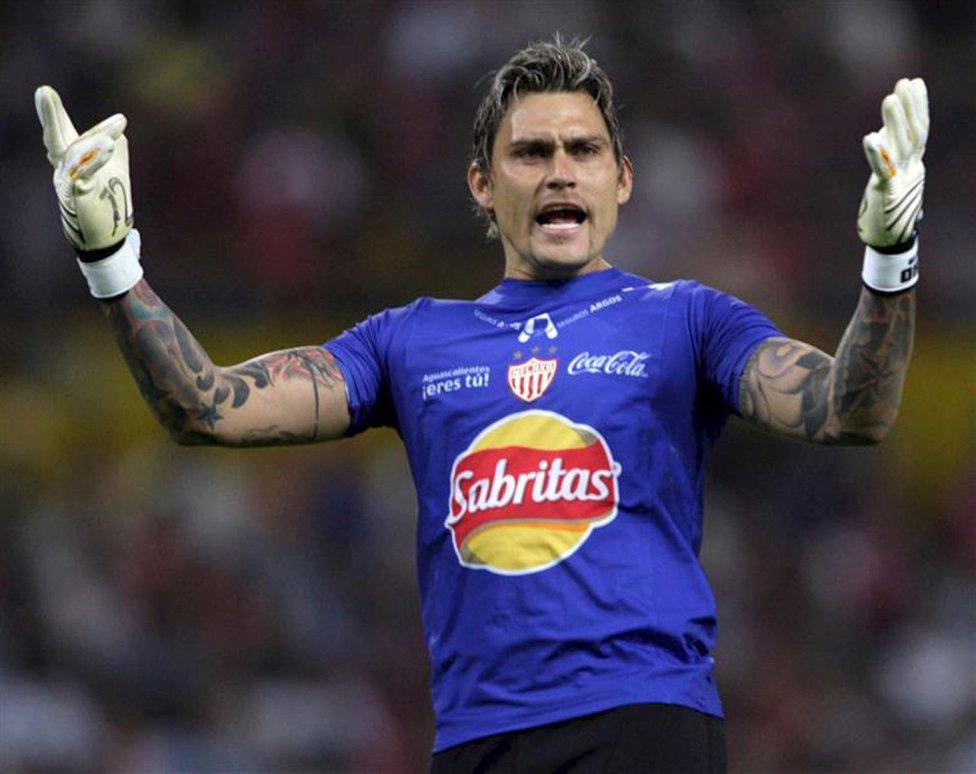 Le gardien de but mexicain Omar 'Gato' Ortíz, joueur qui a joué à Monterrey, au Club Celaya et au Chiapas.  Lié au cartel du Golfe, il a été emprisonné en 2012 pour avoir participé à plusieurs enlèvements.  Au moment de son arrestation, il avait été puni pour dopage.