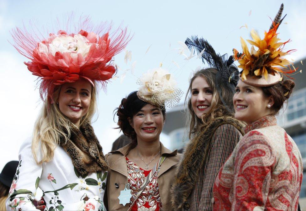 Glamour En El Ladies Day Del Festival De Cheltenham