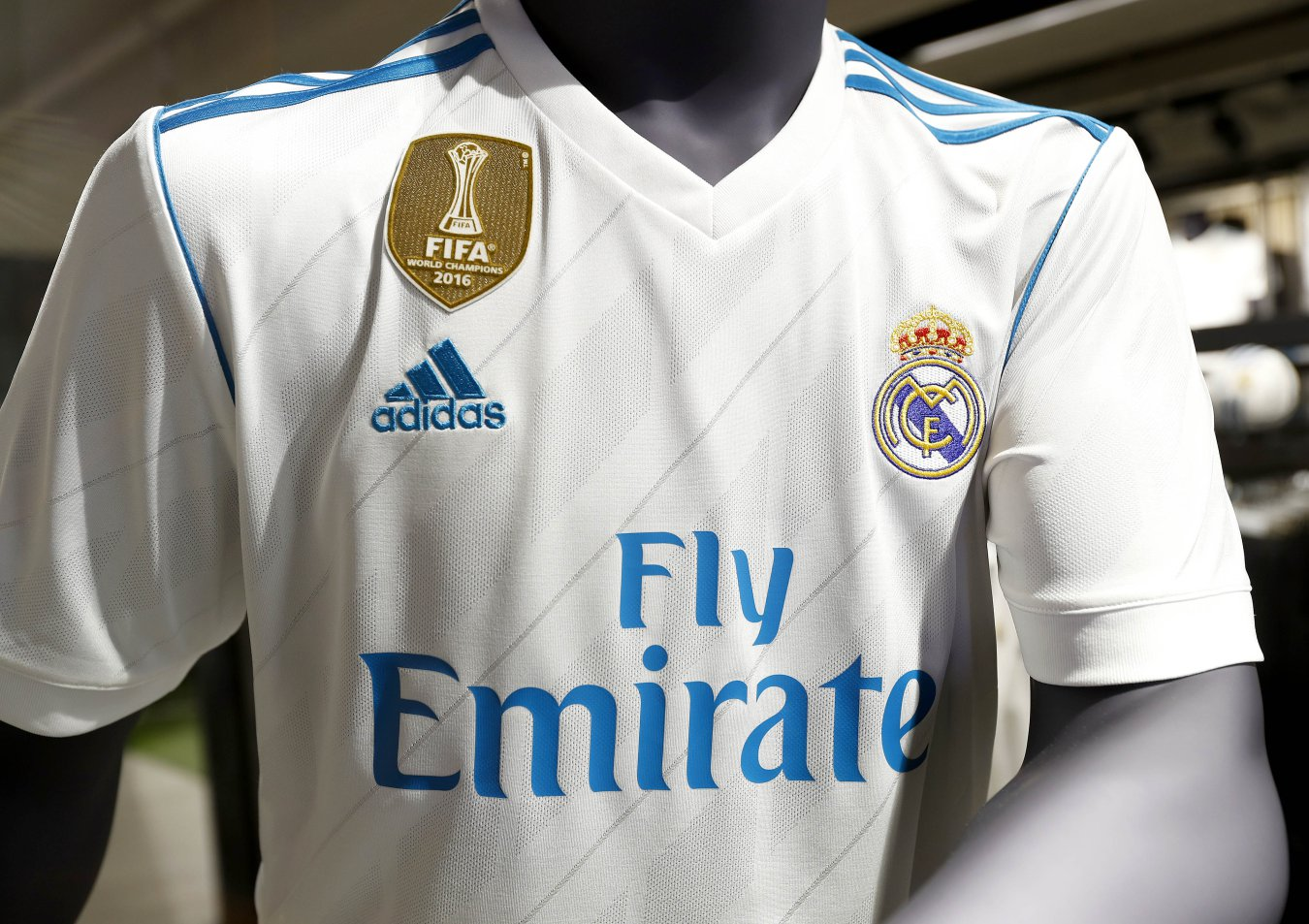 e635bbcd27007 El Real Madrid presenta sus camisetas para la 2017-2018 - AS.com