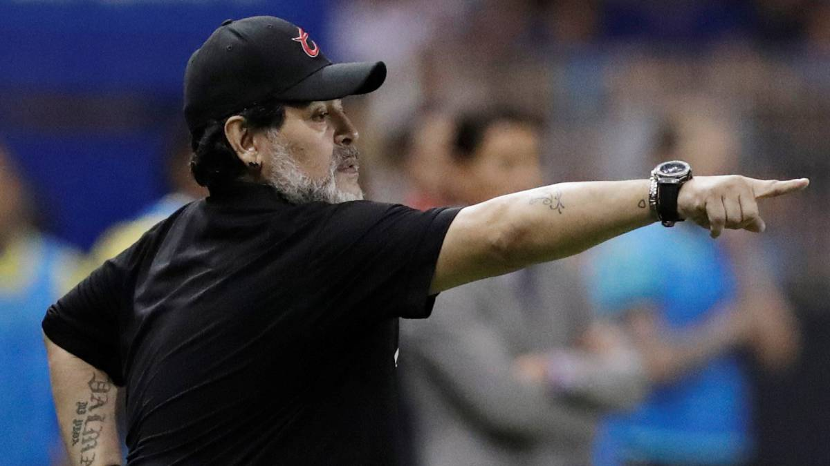 Maradona viaja a Argentina para ser operado del hombro