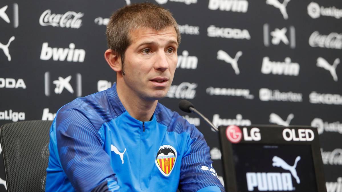 Valencia despide a Albert Celades a falta de seis jornadas en LaLiga