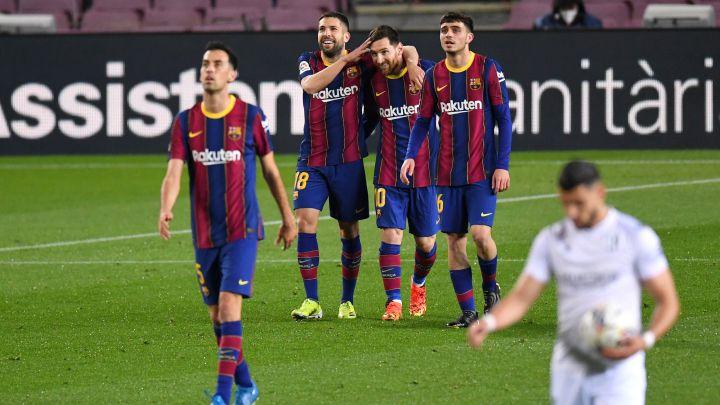 Barcelona golea a Huesca y recupera el segundo lugar gracias a un doblete de Messi
