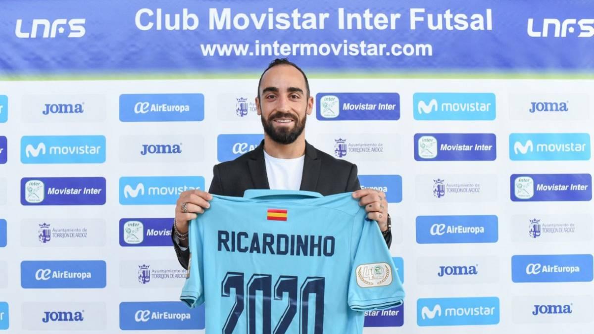 Fútbol Sala  El Movistar Inter renueva a Ricardinho hasta 2020 - AS.com da309b305901d
