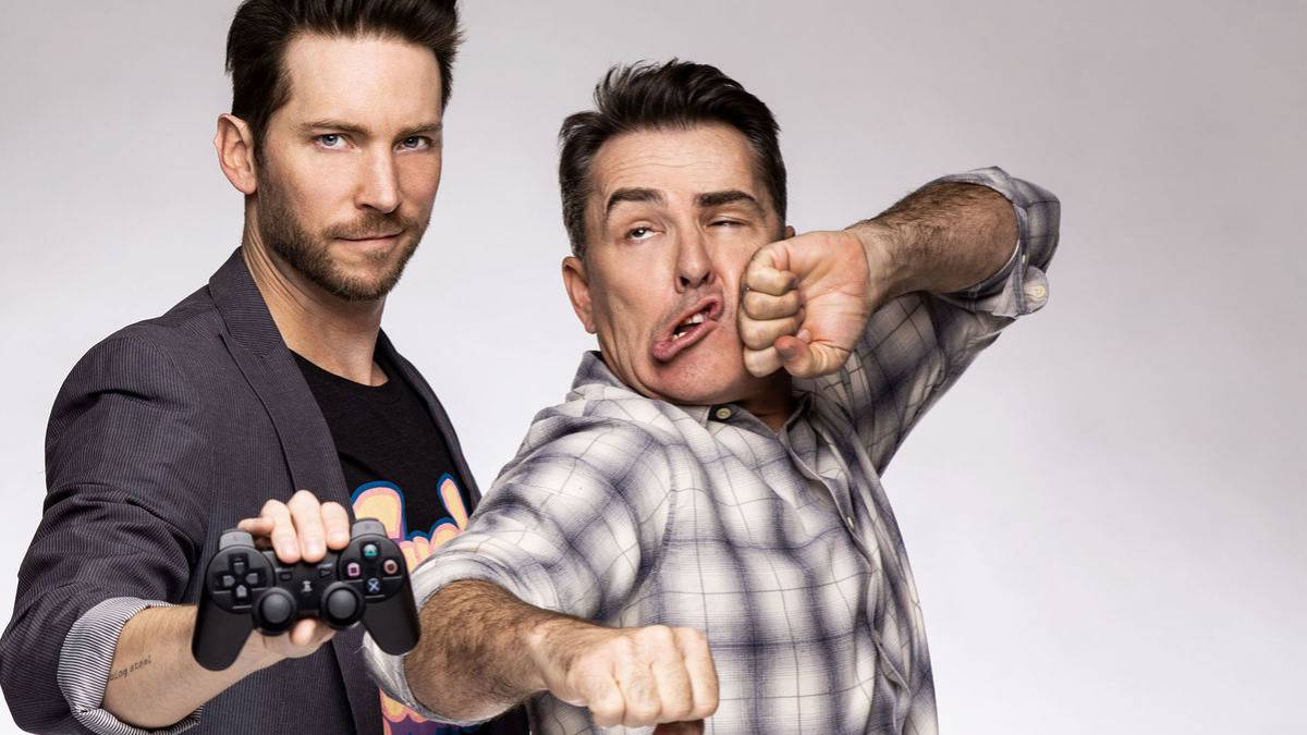 Troy Baker y Nolan North (Nathan Drake) juegan a Uncharted 2 en el ...