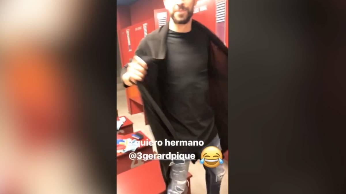 Vídeo  Neymar se burla de la chamarra de Piqué
